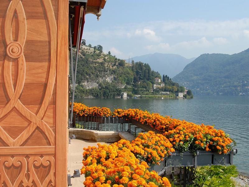 Villa dEste-Terrazza_del_Mezzanino-Mezzanine_floor_terrace_in_front_of_the_Master_Room_and_the_living_room